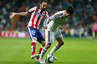 Real Madrid´s Isco (R) and Atletico de Madrid´s Juanfran during Spanish King´s Cup match at Santiago Bernabeu stadium in Madrid, Spain. January 15, 2015. (ALTERPHOTOS/Victor Blanco)