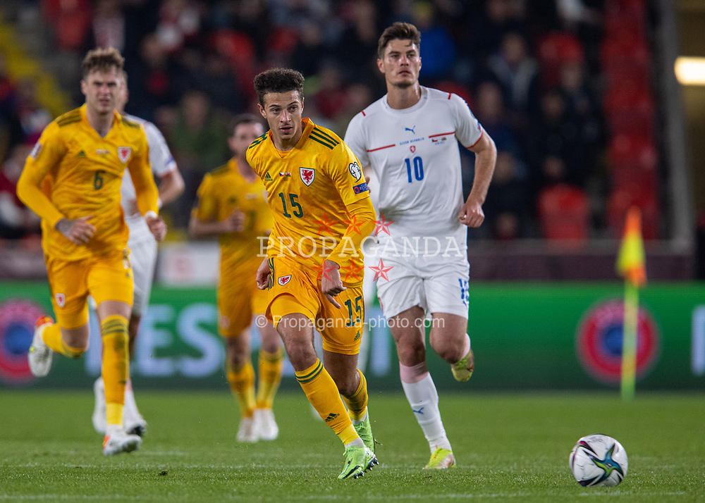 PRAGUE, CZECH REPUBLIC - Friday, October 8, 2021: Wales' Ethan Ampadu during the FIFA World Cup Qatar 2022 Qualifying Group E match between Czech Republic and Wales at the Sinobo Stadium. The game ended in a 2-2 draw. (Pic by David Rawcliffe/Propaganda)