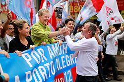 O candidato à reeleição pelo PDT em Porto Alegre, José Fortunati, durante caminhada no centro de Porto Alegre. FOTO: Jefferson Bernardes/Preview.com