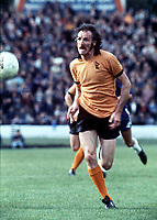 Derek Dougan (Wolverhampton Wanderers) 1973/74 Chelsea v Wolverhampton Wanderers. Credit: Colorsport.