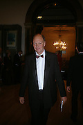 Nicholas Logsdail. Royal Academy Annual dinner to celebrate the opening of the Summer exhibition. Royal Academy. Piccadilly. London. 1 June 2005.  ONE TIME USE ONLY - DO NOT ARCHIVE  © Copyright Photograph by Dafydd Jones 66 Stockwell Park Rd. London SW9 0DA Tel 020 7733 0108 www.dafjones.com