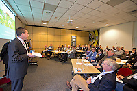ARNHEM - Jeroen Steven aan het woord tijdens een workshop bij de NGF Themadag op Sportcentrum Papendal in Arnhem. FOTO KOEN SUYK