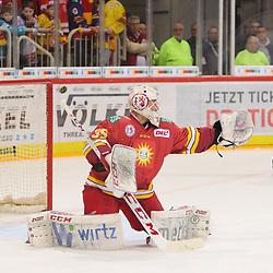 Mathias Niederberger (Duesseldorfer EG, Nr. 35) greift vorbei, aber kein Tor<br /> im DEL-Spiel der Duesseldorfer EG gegen die Krefeld Pinguine (06.03.2020). beim Spiel in der DEL, Duesseldorfer EG (rot) - Krefeld Pinguine (gelb).<br /> <br /> Foto © PIX-Sportfotos *** Foto ist honorarpflichtig! *** Auf Anfrage in hoeherer Qualitaet/Aufloesung. Belegexemplar erbeten. Veroeffentlichung ausschliesslich fuer journalistisch-publizistische Zwecke. For editorial use only.