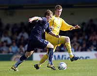Photo: Olly Greenwood.<br />Southend United v Sheffield Wednesday. Coca Cola Championship. 09/09/2006. Southend United's Steven Hammell and Sheffields Chris Brunt