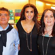 NLD/Amsterdam/20120424 - Lancering juwelenlijn Wishes by Rossana Kluivert-Lima, Rossana Kluivert-Lima met haar ouders Jorge en Anneke