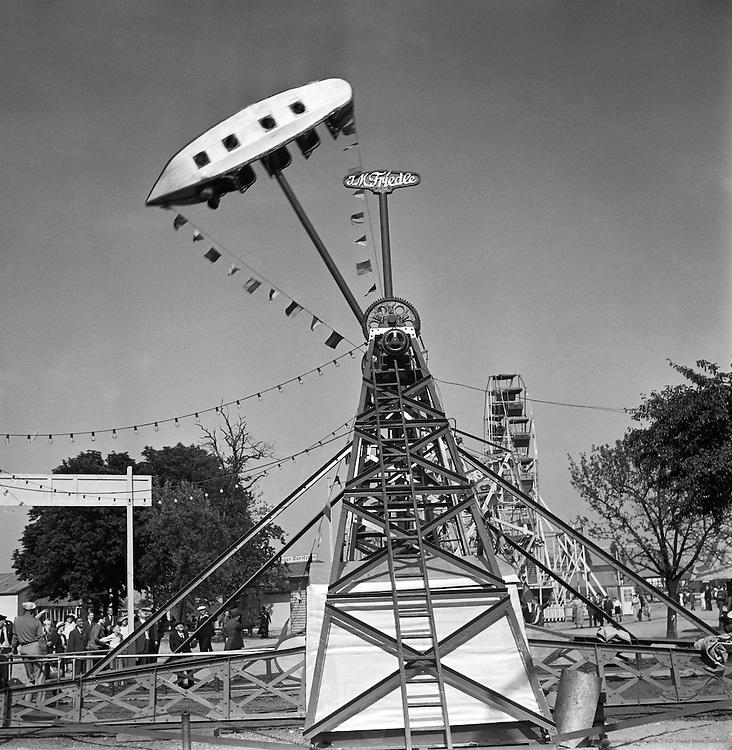 Swingboat, Düsseldorf Fair, 1937