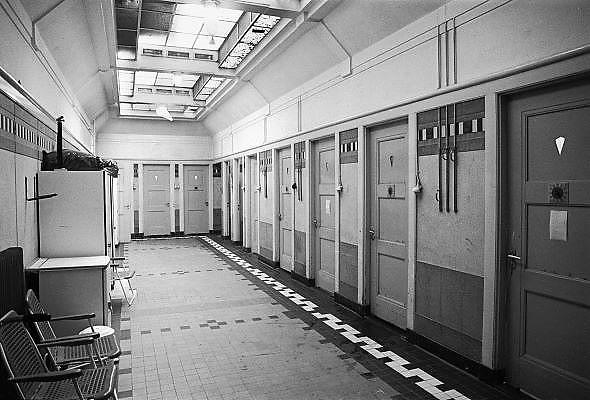 Nederland, Nijmegen, 15-7-1984Interieur van het voormalige badhuis in Nijmegen Oost. badhuizen waren vroeger veel voorkomend omdat de huizen meestal geen douche of bad hadden waar de mensen zich goed konden wassen en schoonmaken.Foto: Flip Franssen/Hollandse Hoogte