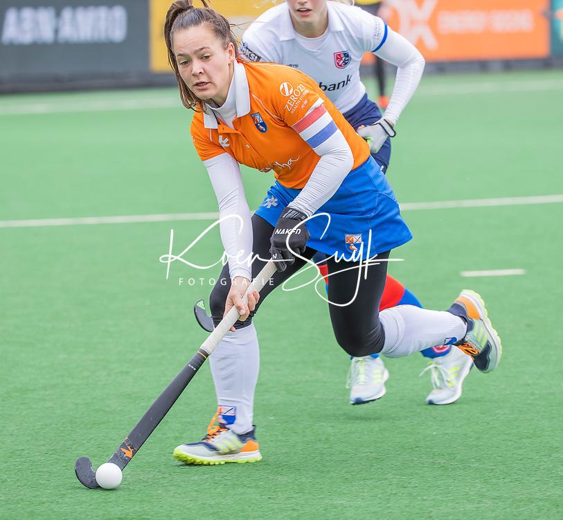 BLOEMENDAAL - Sanne Caarls (Bldaal)  tijdens de hoofdklasse hockeywedstrijd dames, Bloemendaal-SCHC (1-4) .  COPYRIGHT  KOEN SUYK
