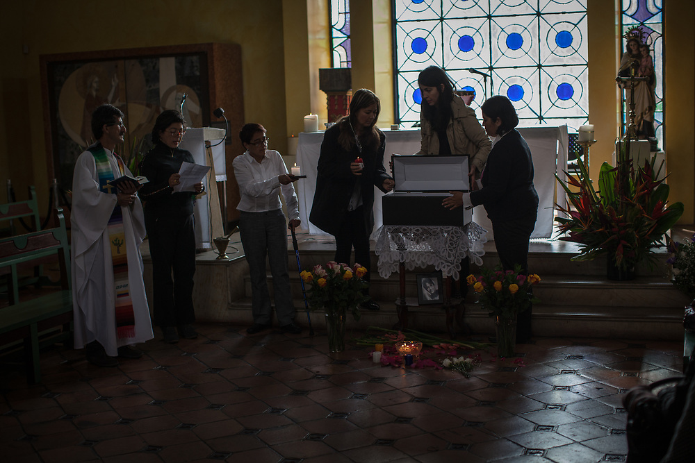 The remains of María Lida Mondol de Palacios, a victim in the massacre of the Palace of Justice in Bogota in November 1985, were finally put to rest. Maria Lida was the assistant of a magistrate. M-19 guerrillas occupied the court, everyone in the building was killed by the government, but there are many unresolved issues. Maria Lida, and others, were filmed being led alive from the building, but their bodies were later found dead in the building. Also, people who hadn't been in the building, who were tortured and killed elsewhere were found dead in the building, they were 'disappeared' and then 'appeared'. The priest who gave the church ceremony for the burial of Maria Lida arrived in a bulletproof car, he is in a protection programme because of the threats he gets for working with the families of victims of the 50 year war in Colombia. Peace agreements are being negotiated between the FARC guerrilla and it is hoped that the ELN guerrilla will also be included in the process.