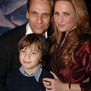 NLD/Oudekerk aan de Amstel/20061121 - Presentatie boek Perfect Age, Claudia van Zweden, partner Robert Schoemacher en zoon