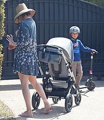 Kate Hudson heads out for a walk with her kids and Danny Fujikawa