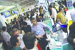 Movimento de público na HOSPITALAR 2007 - 14™ Feira Internacional de Produtos, Equipamentos, Serviços e Tecnologia para Hospitais, Laboratórios, Clínicas e Consultórios, que acontece de 12 a 15 de junho de 2007, no Expo Center Norte, em São Paulo. FOTO: Jefferson Bernardes/Preview.com