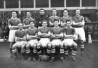 Fotball<br /> England<br /> Foto: Colorsport/Digitalsport<br /> NORWAY ONLY<br /> <br /> Chelsea historikk<br /> Chelsea. 1954-55, League Champions. (Back row L>R) W.Armstrong, J.Harris, W.Robertson, D.Saunders, S.Willemse, R.Greenwood, (Front row L>R) E.Parsons, J.McNichol, R.Bentley, L.Stubbs, J.Lewis.