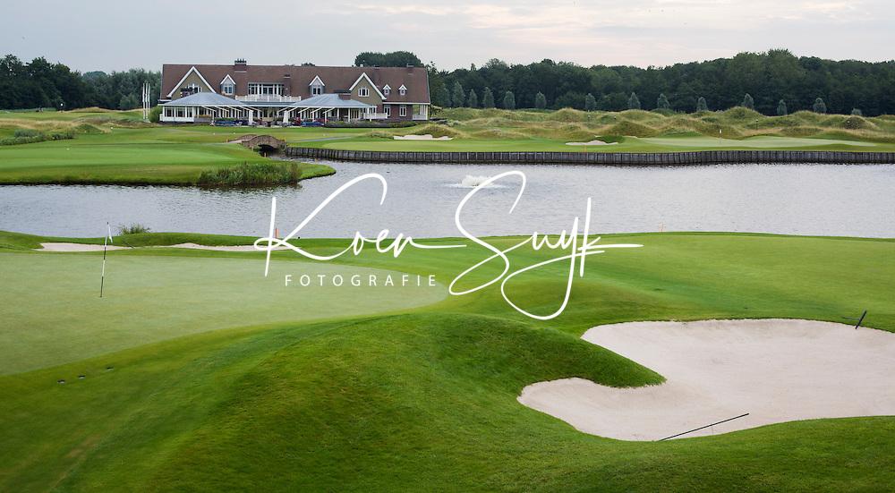 SPIJK - Hole 10, 18 en clubhuis.  Golfbaan THE DUTCH, COPYRIGHT KOEN SUYK