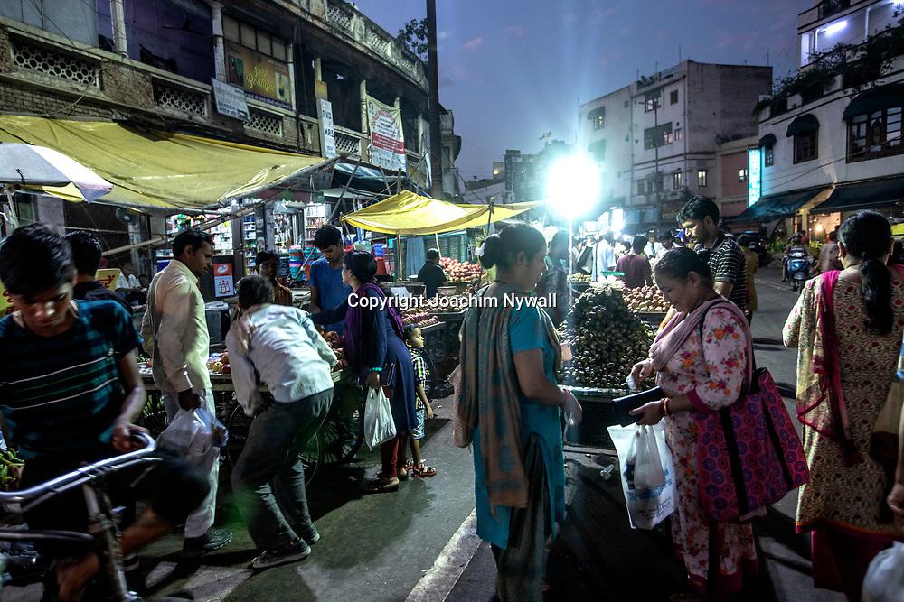2019 09 25 Delhi India<br /> Paharganj eller Main Bazar I New Delhi<br /> Levande marknadsgata som säljer allt från kläder till grönsaker<br /> Grönsaksmarknaden<br /> ----<br /> FOTO : JOACHIM NYWALL KOD 0708840825_1<br /> COPYRIGHT JOACHIM NYWALL<br /> <br /> ***BETALBILD***<br /> Redovisas till <br /> NYWALL MEDIA AB<br /> Strandgatan 30<br /> 461 31 Trollhättan<br /> Prislista enl BLF , om inget annat avtalas.