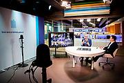 LEIDSEVEEN, 16-12-2020<br /> <br /> Koningin Maxima tijdens een webinar over het jaarbericht 'Staat van het MKB 2020' van het Nederlands Comité voor Ondernemerschap (Comité). Voorzitter Harold Goddijn overhandigt het jaarbericht virtueel aan staatssecretaris Mona Keijzer van Economische Zaken en Klimaat. Koningin Máxima is lid van het Comité.