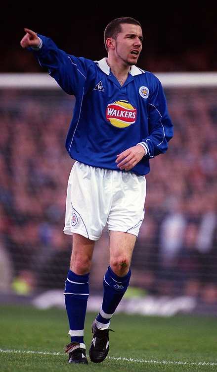 Muzzy Izzet - Leicester. Leicester City v Leeds United. FA Premiership, 2/12/00. Credit: Colorsport / Nick Kidd.