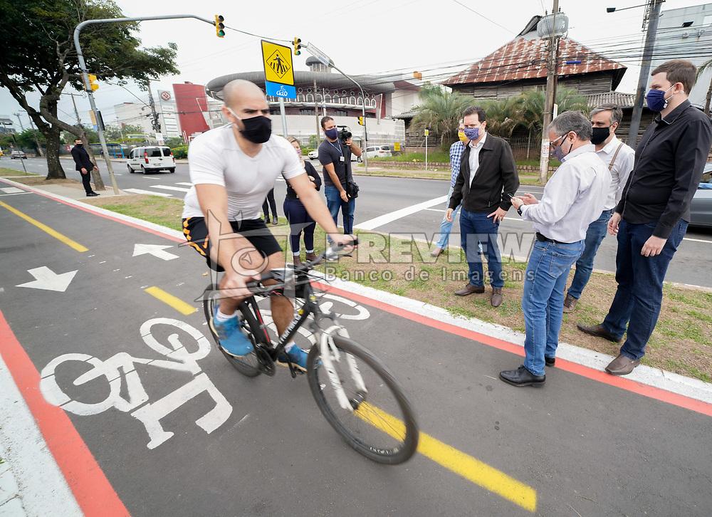 O Prefeito Nelson Marchezan Junior visita a ampliação da ciclovia na Av. Ipiranga. FOTO: Jefferson Bernardes/ PMPA