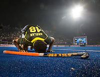 BHUBANESWAR (India) - Muhammad Arlsan Qadir van Pakistan kan zijn geluk niet op .Gekte rond de halve finalewedstrijd tuusen India en Pakistan bij de Champions Trophy hockey. Bij India is Roelant oltmans de bondscoach . Pakistan won verrassend door in de laatste minuut te scoren. ANP KOEN SUYK