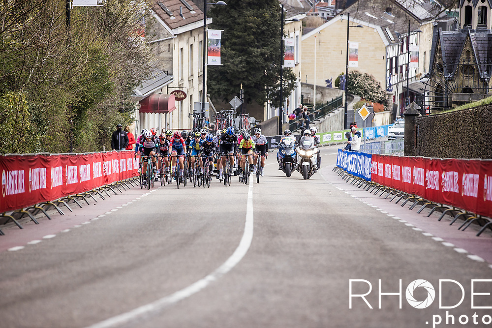 chasing group up the Cauberg<br /> <br /> 7th Amstel Gold Race Ladies Edition <br /> Valkenburg > Valkenburg 116km<br /> <br /> ©RhodePhoto