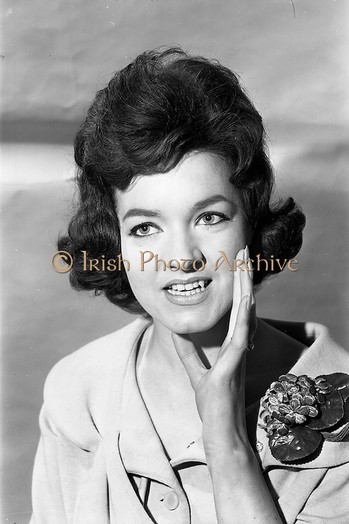 24/04/1964<br /> 04/24/1964<br /> 24 April 1964 <br /> Miss Elisabeth Hennessy, model with Violet Collins Agency, 5 Upper Pembroke Street, Dublin.