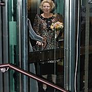 NLD/Amsterdam/20101128 - Opening Delamar theater, koninging Beatrix in de lift