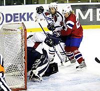 Ishockey <br /> Landskamp , <br /> Halden ishall , <br /> Norge - Frankrike , <br /> 03.04.08 , <br /> Steffen Thoresen , <br /> Jean-Francois Bonnard ,<br /> Fabrice Lhenry ,  <br /> Foto: Thomas Andersen / Digitalsport
