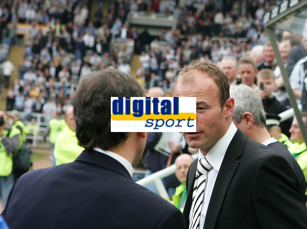 Photo: Andrew Unwin.<br />Newcastle United v West Bromwich Albion. The Barclays Premiership. 22/04/2006.<br />Newcastle's Alan Shearer (R) talks to West Bromwich's Bryan Robson before the game.