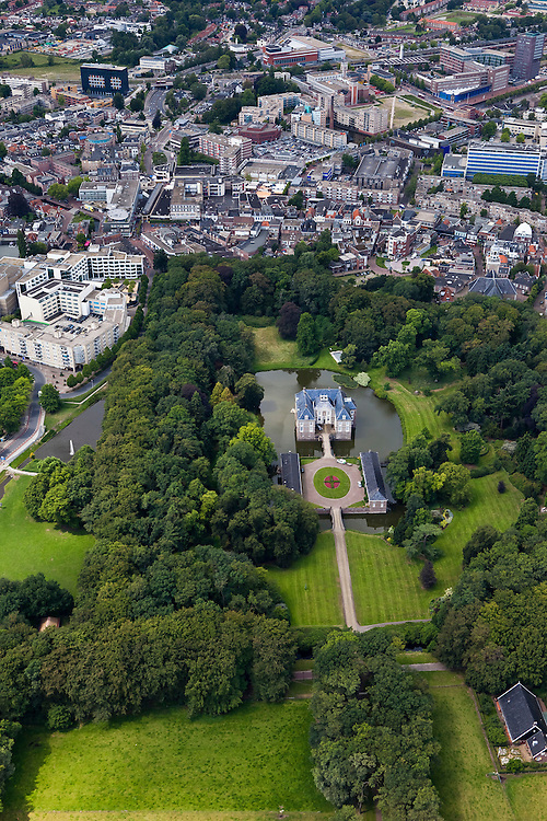Nederland, Overijssel, Almelo, 30-06-2011; Overzicht centrum en kasteeltje Huize Almelo.View on center and castle Huis Almelo (bottom) in the city of Almelo..luchtfoto (toeslag), aerial photo (additional fee required).copyright foto/photo Siebe Swart