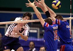 12-07-2000 VOLLEYBAL: WLV USA - JOEGOSLAVIE: ROTTERDAM<br /> Joegoslavie wint met 3-1 / Lambert vs Vusurovic-Grbic, N<br /> ©2000-FotoHoogendoorn.nl