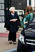 """AMSTERDAM, 27-04-2021, Carre<br /> <br /> Koninklijke familie komt aan bij Carre in verband met de TV opnamen van """"Koningin Maxima een leven vol Muziek"""" /// Royal family arrives at Carré in connection with the TV recordings of """"Queen Maxima a life full of Music"""" <br /> <br /> Op de foto: Koning Prinses Beatrix Foto: Patrick van Emst/Brunopress"""