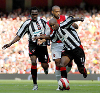 Photo: Ed Godden.<br />Arsenal v Sheffield United. The Barclays Premiership. 23/09/2006. Arsenal's Thierry Henry (C) is sandwiched between Claude Davis (L) and David Sommeil.