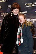 Premiere van het Wereldkerstcircus  in Carre.<br /> <br /> op de foto:  Chazia Mourali en dochter Jasmijn