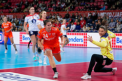 06-12-2019 JAP: Norway - Netherlands, Kumamoto<br /> Last match groep A at 24th IHF Women's Handball World Championship. / The Dutch handball players won in an exciting game of fear gegner Norway and wrote in the last group match at the World Handball  World Championship history (30-28). / Martine Smeets #24 of Netherlands