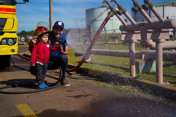 """Braskem promove ação de endomarketing """"Formando Laços"""", onde os colaboradores da empresa levam amigos e familiares para conhecer a indústria. Foto: Cesar Lopes/Agência Preview"""