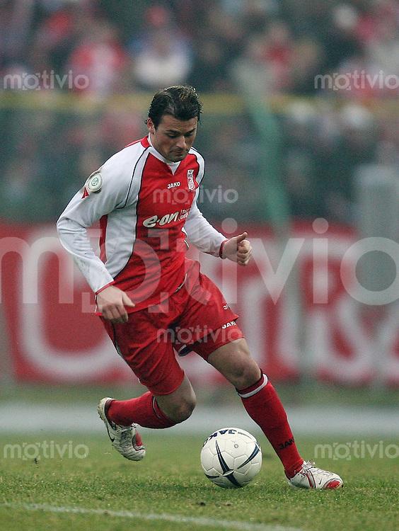 Erfurt , 100207 , Fussball Regionalliga Nord FC Rot Weiss Erfurt - LR Ahlen  Albert BUNJAKU (Erfurt) am Ball