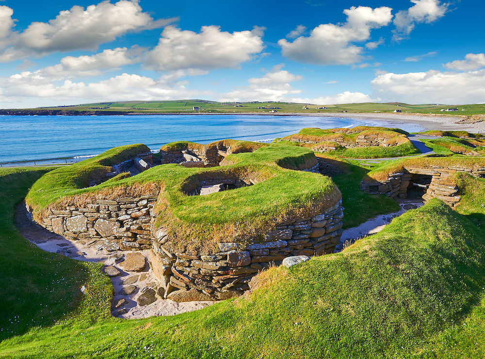 The neolithic ( circa 3000 to circa 2,500 BC) settlement of Skara Brae the best preserved groups of prehistoric houses in Western Europe. Built before the Pyramids Skara Brae gives an insight into the levels of sophistication Neolithic people reached well before the Pyramids were built. Skara Brae, Orkney Scotland. .<br /> <br /> Visit our SCOTLAND HISTORIC PLACXES PHOTO COLLECTIONS for more photos to download or buy as wall art prints https://funkystock.photoshelter.com/gallery-collection/Images-of-Scotland-Scotish-Historic-Places-Pictures-Photos/C0000eJg00xiv_iQ<br /> '<br /> Visit our PREHISTORIC PLACES PHOTO COLLECTIONS for more  photos to download or buy as prints https://funkystock.photoshelter.com/gallery-collection/Prehistoric-Neolithic-Sites-Art-Artefacts-Pictures-Photos/C0000tfxw63zrUT4