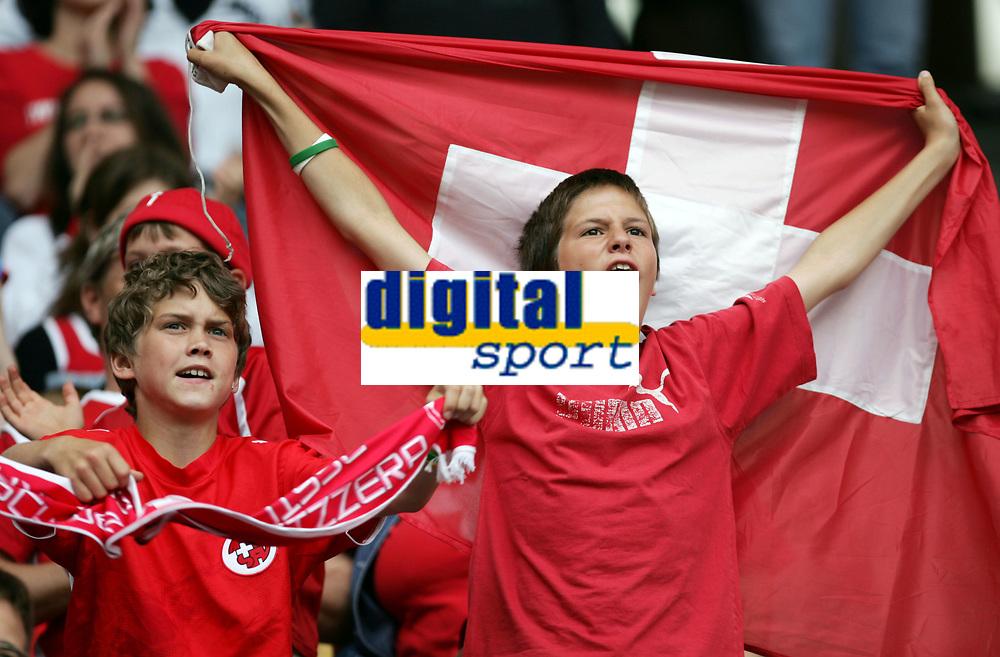 Zwei Fans jubeln. © Andy Mueller/EQ Images