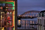Nederland, Nijmegen, 21-12-2019Zicht op de Waalbrug vanag het groene balkon . Hier is een lift naar de waalkade . De oude waalbrug is gebouwd in 1936 en was destijds de langste boogbrug van europa . gebouwd van plaatstaal, staal .Foto: Flip Franssen