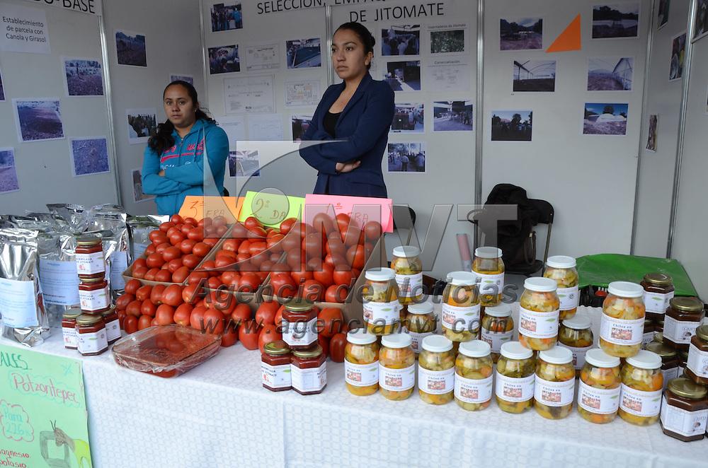 TEMOAYA, México (Abril 15,2016).- Exposición de productores de alimentos, que han sido beneficiados con el programa,  Proyectos Estratégicos de Seguridad Alimentaria PESA 2016, programa de la Secretaria de Agricultura, Ganadería, Desarrollo Rural, Pesca y Alimentación  SAGARPA. Agencia MVT / José Hernández.