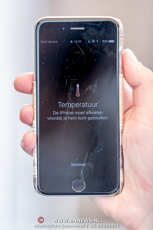 NLD/Huizen/20170621 - iPhone telefoon oververhit,