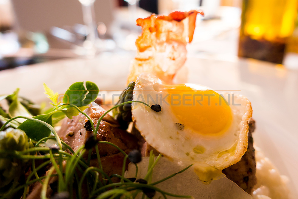 17-09-2015: Beroun Golf Resort in Beroun, Tsjechië.<br /> Foto: Varkensfilet met risotto, asperges en een kwarteleitje