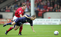 Fotball<br /> England 2005/2006<br /> Foto: SBI/Digitalsport<br /> NORWAY ONLY<br /> <br /> Walsall v Southend<br /> Coca Cola League One<br /> 13/08/2005.<br /> <br /> Darren Wrack and Carl Pettefer
