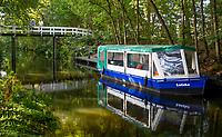 OUDEMIRDUM - Met de boot naar de golfbaan , over rivier de LGolfclub Gaasterland ligt in Zuidwest-Friesland en heeft een schitterende 9 holes natuurbaan. COPYRIGHT KOEN SUYK