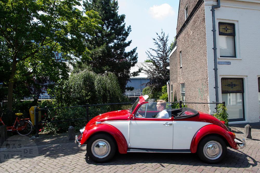 In Utrecht rijdt een oude Volkswagen Kever Cabriolet.<br /> <br /> In Utrecht rides an old Volkswagen Beetle Convertible.