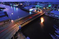 Belize. Belize City.<br /> Vista nocturna del puente Swing Bridge y el río Haulover Creek en Ciudad de Belize.<br /> <br /> © JOAN COSTA