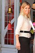 Prinses Maxima opent Cliniclowns College in Amersfoort, hier kunnen zieke en gehandicapte kinderen een speciaal voor hen gemaakte voorstelling meemaken.<br /> <br /> Princess Maxima opens CliniClowns ( dutch clown doctors ) College in Amersfoort, the sick and disabled children can experience here could a custom-made presentation .<br /> <br /> Op de foto/ On the Photo: <br /> <br /> clown doctors Prinses Maxima komt aan bij de CliniClowns / Princes Maxima arrives at the Clown Doctors