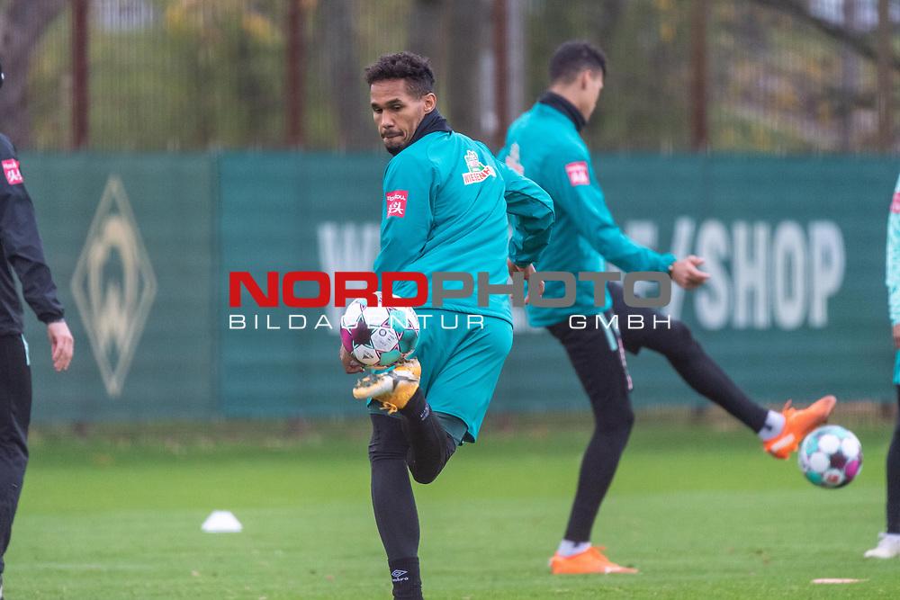 16.11.2020, Trainingsgelaende am wohninvest WESERSTADION - Platz 12, Bremen, GER, 1.FBL, Werder Bremen Training<br /> <br /> <br /> HACKENTRICK <br /> <br /> THEODOR GEBRE SELASSIE (WERDER BREMEN #23)<br />  ,Ball am Fuss, <br /> <br /> Foto © nordphoto / Kokenge