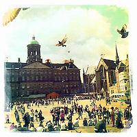 Nederland, Amsterdam , 29 juni 2011..Sfeerfoto gemaakt op de Dam in amsterdam met I-Phone en fotoprogramma Hypstamatic John S. Lens. Film Dream Canvas...De Dam met Paleis op de Dam..Foto:Jean-Pierre Jans