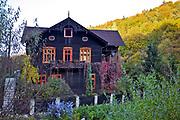 Dolina Prądnika, 2006-10-18. Typowy dom w Dolinie Prądnika
